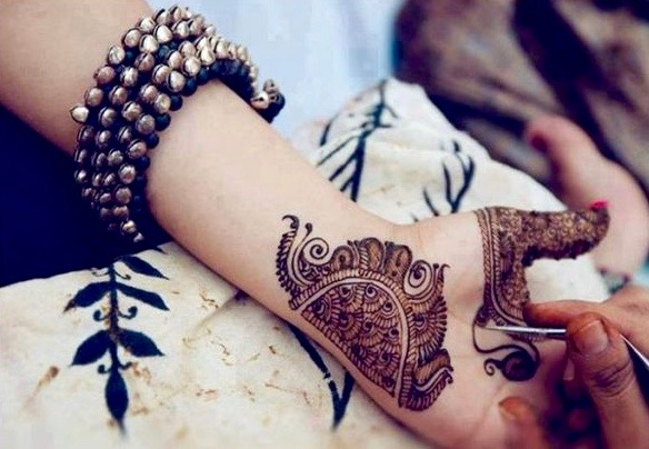 Beautiful-and-Easy-Henna-Mehndi-Designs-for-Every-Occasion-2-600x422 (1).jpg